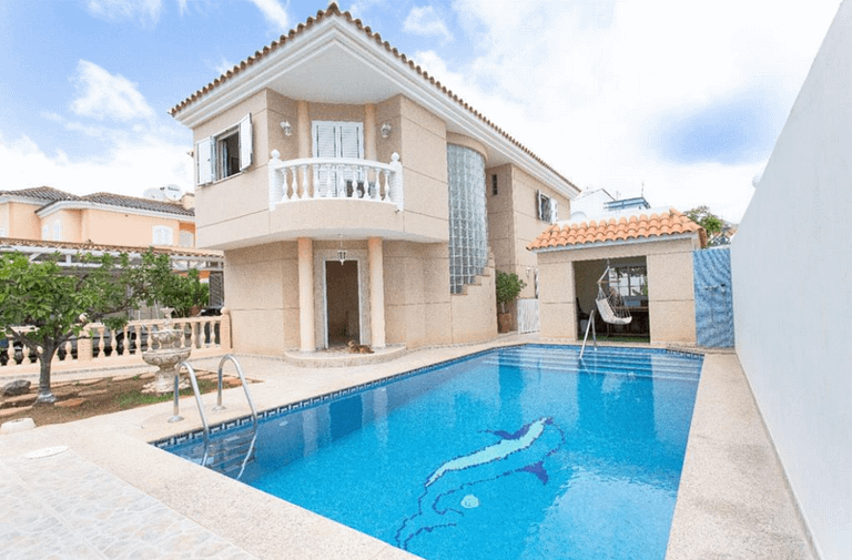 Spacious 4 Bedroom Villa in Sonnenland