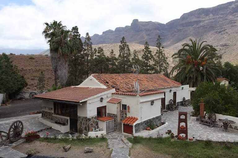 Large finca with multiple houses in Fataga
