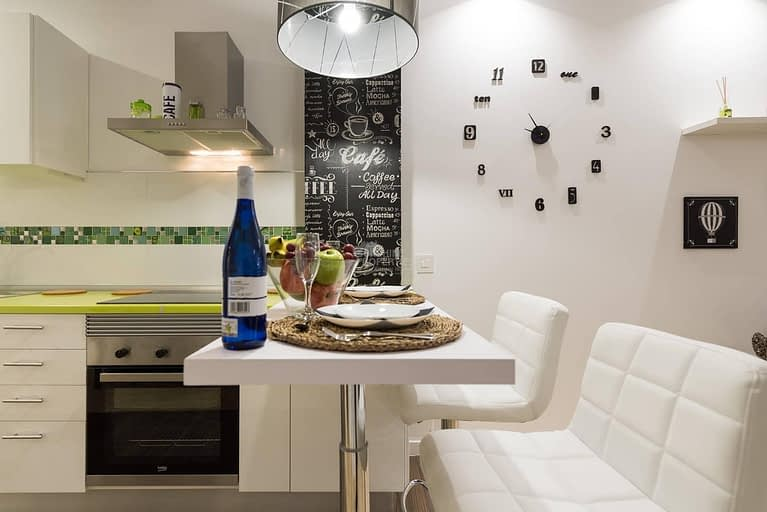 Modern and Newly Renovated Apartment in Santa Catalina